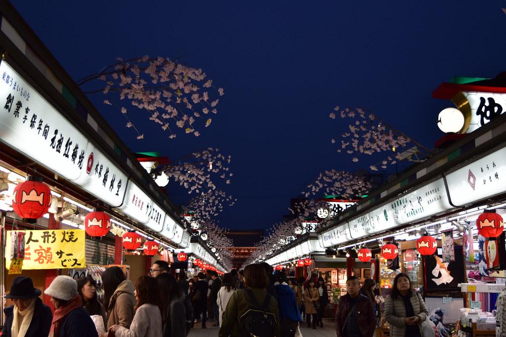 浅草寺への通り