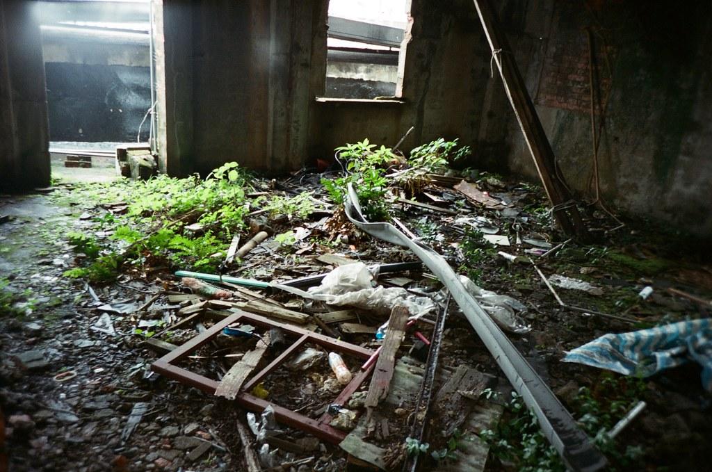 九份 Taipei / Portra 400 / Lomo LC-A+ 2015/11/14 發現一間廢墟空屋,有點小可怕。  Lomo LC-A+ Kodak Pro Portra 400 3187-0013 Photo by Toomore