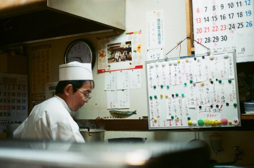 小次郎壽司 京都 Kyoto 2015/09/25 很帥氣的師傅。  Nikon FM2 Nikon AI Nikkor 50mm f/1.4S AGFA VISTAPlus ISO400 0952-0011 Photo by Toomore