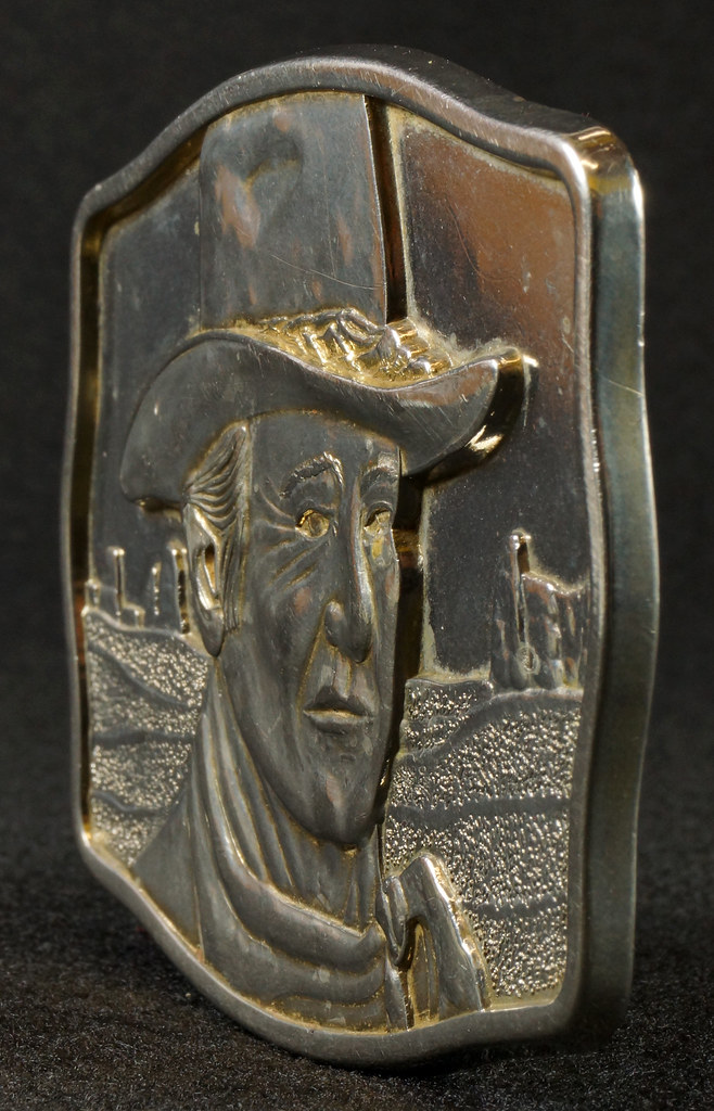 RD15030 John Wayne Belt Buckle Man of the Golden West Olde New England Mint 1985 with Certificate DSC07259