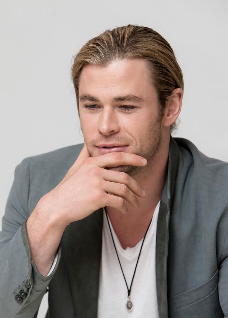 Крис Хемсворт — Пресс-конференция «Мстители» 2012 – 49