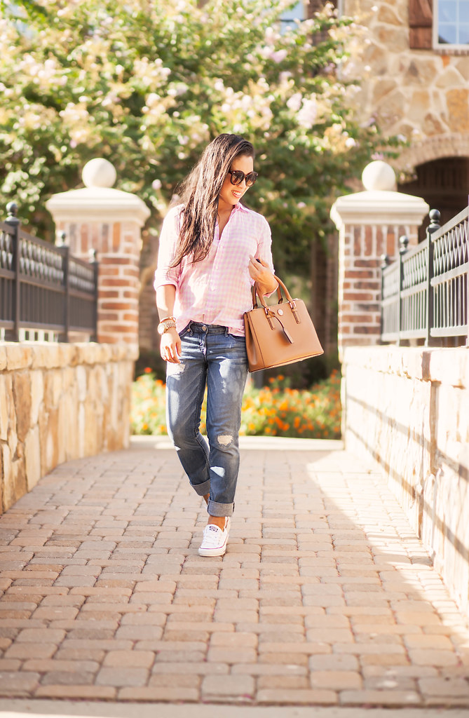 cute & little blog | pink gingham shirt, distressed boyfriend jeans, converse chuck taylor sneakers, tory burch mini robinson | momiform outfit