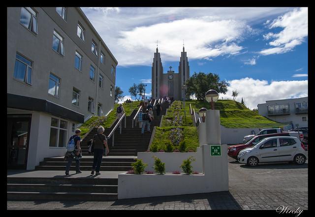 Escalinata hacia la Iglesia de Akureyri