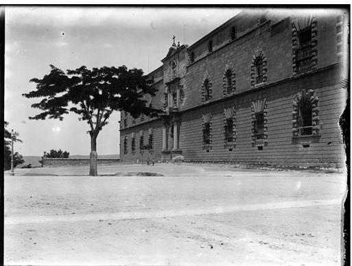 Hopital Tavera en Toledo hacia 1920. Fotografía de Enrique Guinea Maquíbar © Archivo Municipal de Vitoria-Gasteiz