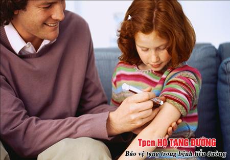 Sự chăm sóc của các thành viên trong gia đình giúp kiểm soát bệnh tiểu đường ở trẻ em tốt hơn
