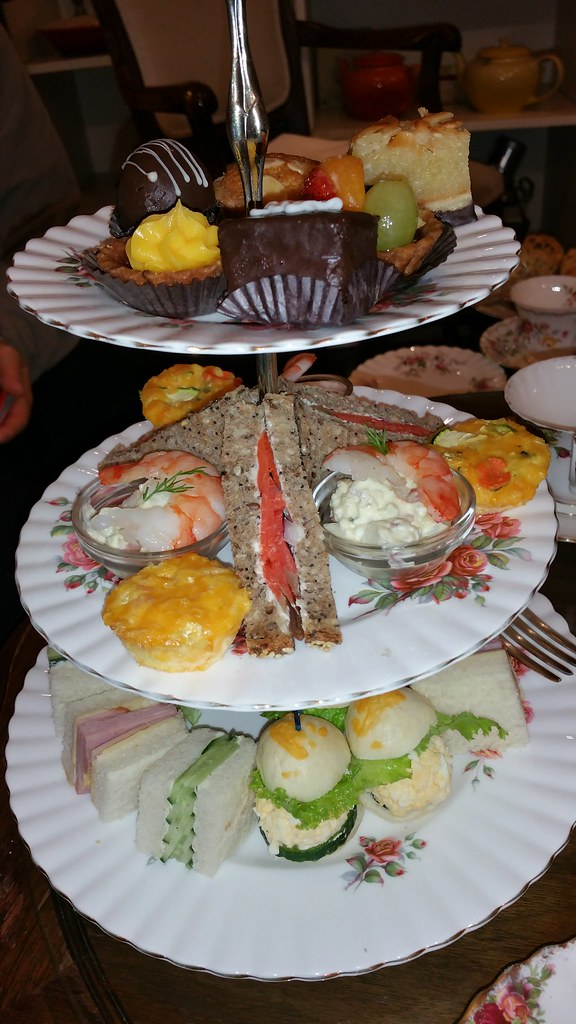2015-Dec-20 Adonia - afternoon tea for 3 persons, main tray, picture 2 of 2