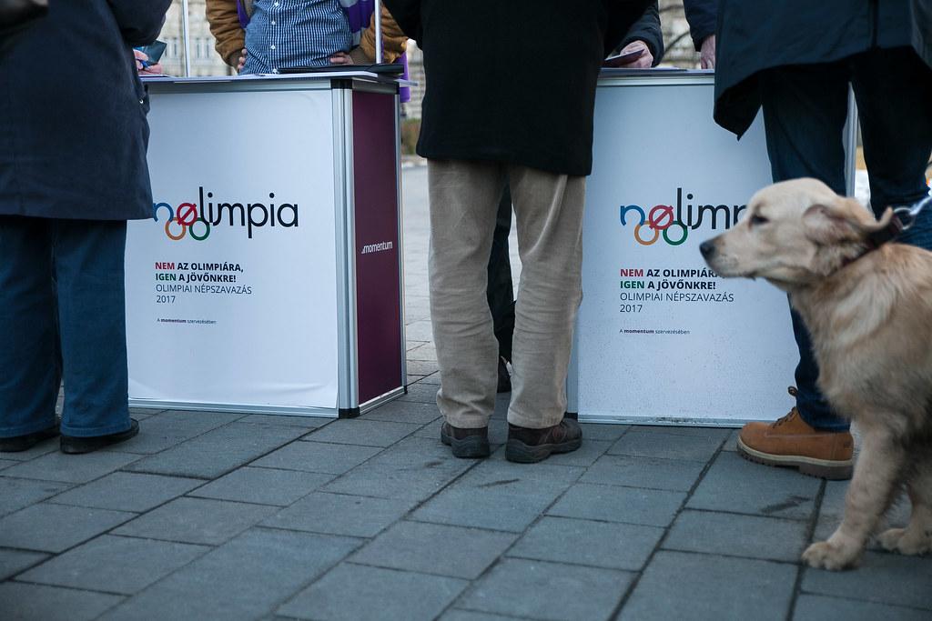 20170205 Nolimpia Momentum Mozgalom aláírásgyűjtés a budapesti olimpiáról szóló népszavazásért