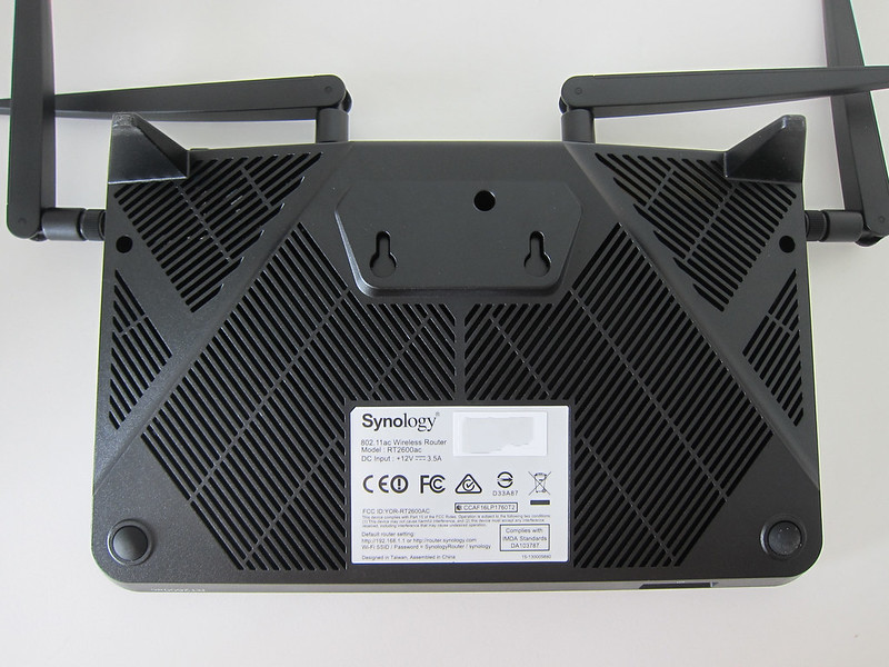 Synology Router RT2600ac - Bottom