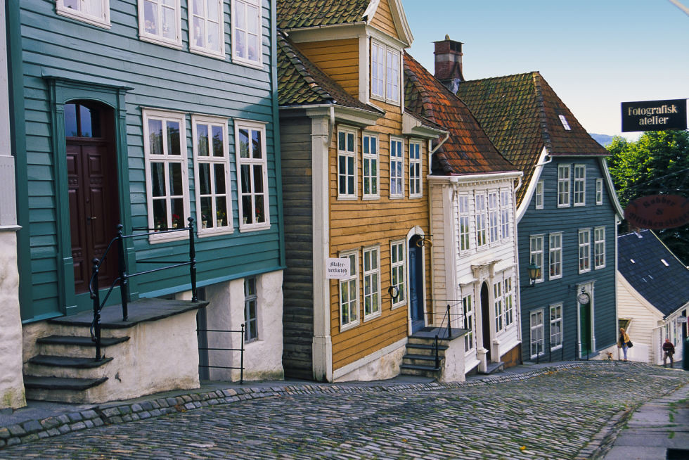 adaymag-stunning-photos-that-prove-bryggen-norway-is-the-ultimate-storybook-town-05