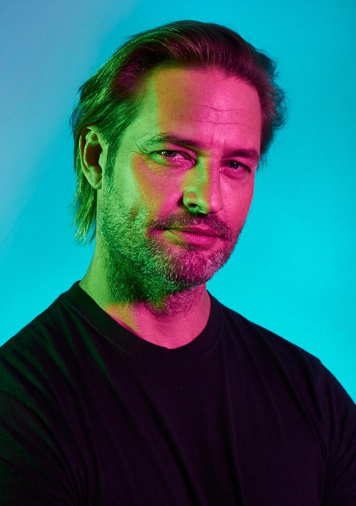 Джош Холлоуэй — Фотосессия для «Колония» на «NY Comic Con» 2015 – 1