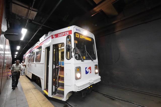 日, 2015-09-06 23:53 - SEPTA Trolley