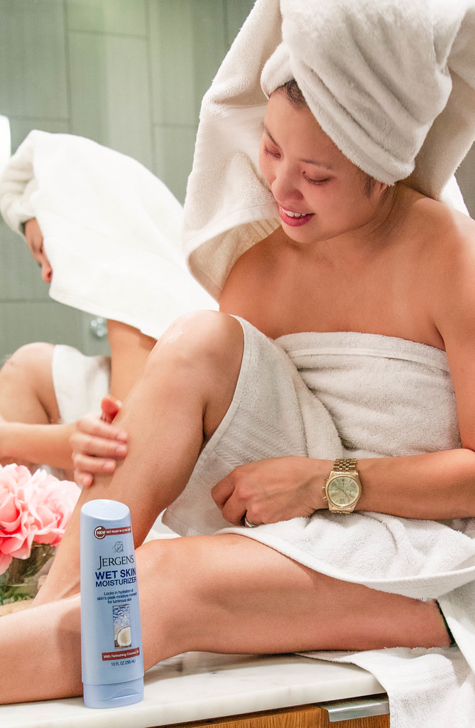 cute & little blog | busy mom beauty hacks | jergens wet moisturizer #applybeforeyoudry
