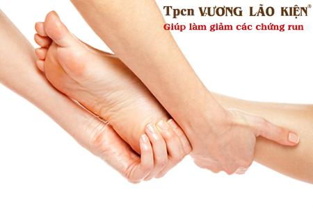 Thư giãn bằng cách massage hàng ngày giúp làm giảm chứng run chân