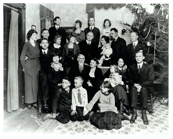 George W. Truett and family at Christmas in Waco, c. 1890s