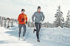PORADNA: Jak se v zimě obléct na běh a neskončit s rýmou v posteli