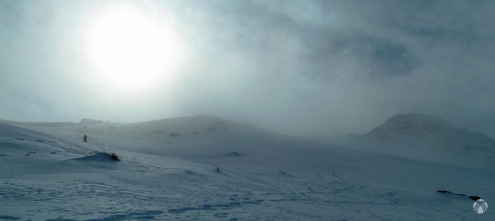 El temporal se hace dueño en la Cima del Almirez