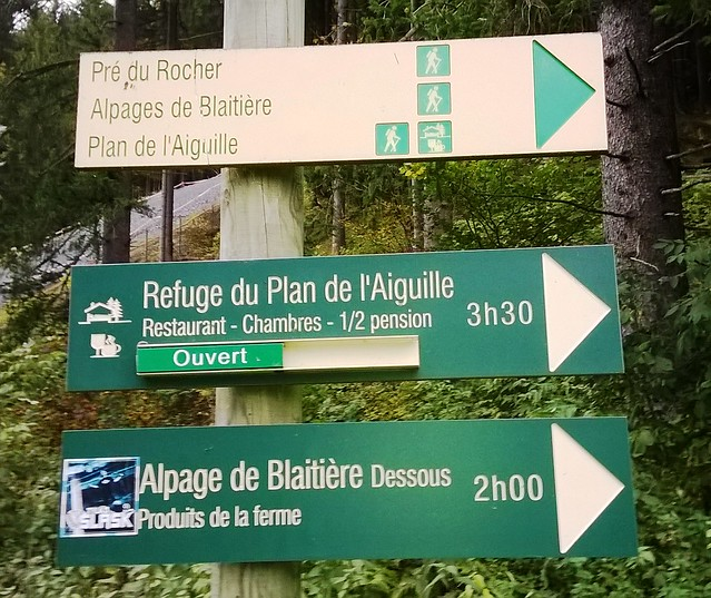 signpost refuge du plan de l aiguille from chamonix