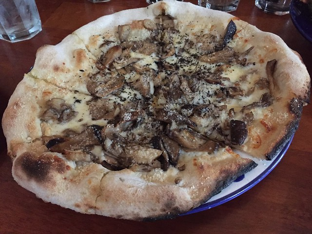 Wild mushroom pizza - Restaurant Lulu