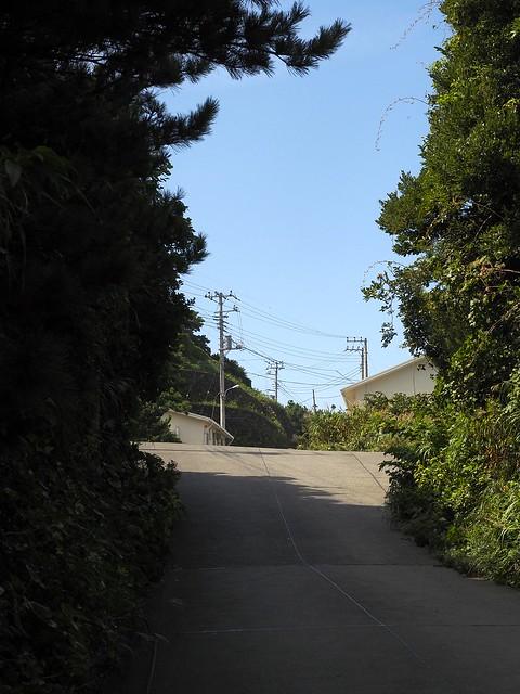 コンクリートの坂道
