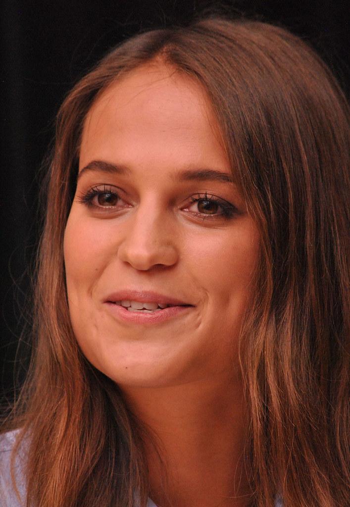 Алисия Викандер — Пресс-конференция «Девушка из Дании» на «TIFF» 2015 – 46