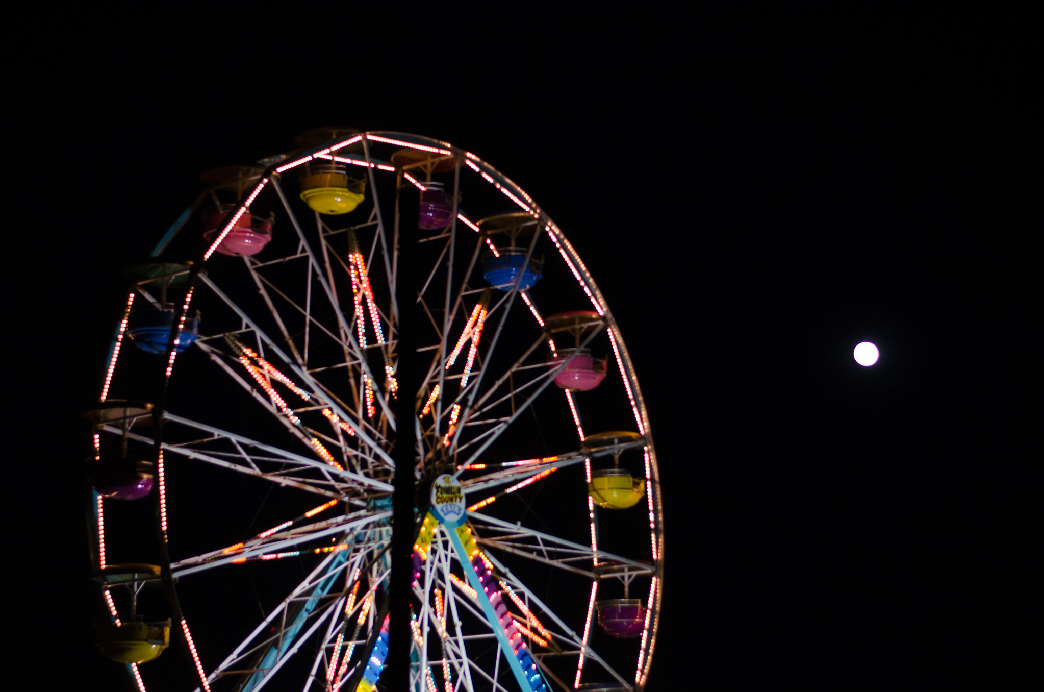 Ferris Wheel and Moon at the Farmington Fair on juliettelaura.blogspot.com