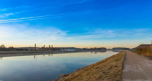 Sonnenaufgang am Main-Donau Kanal