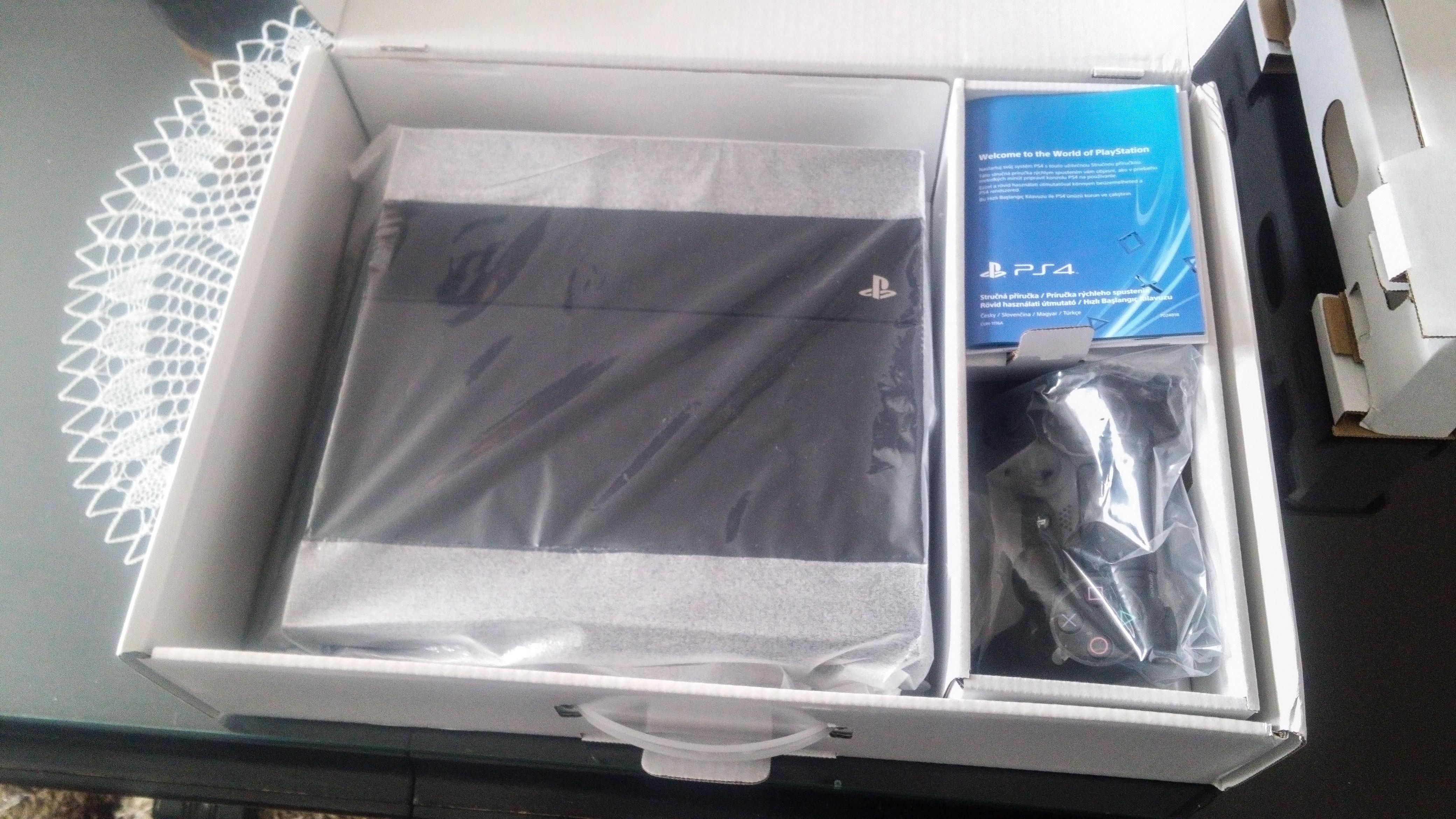 P: Sony PlayStation 4, 500 GB (takmer nepoužívaná)