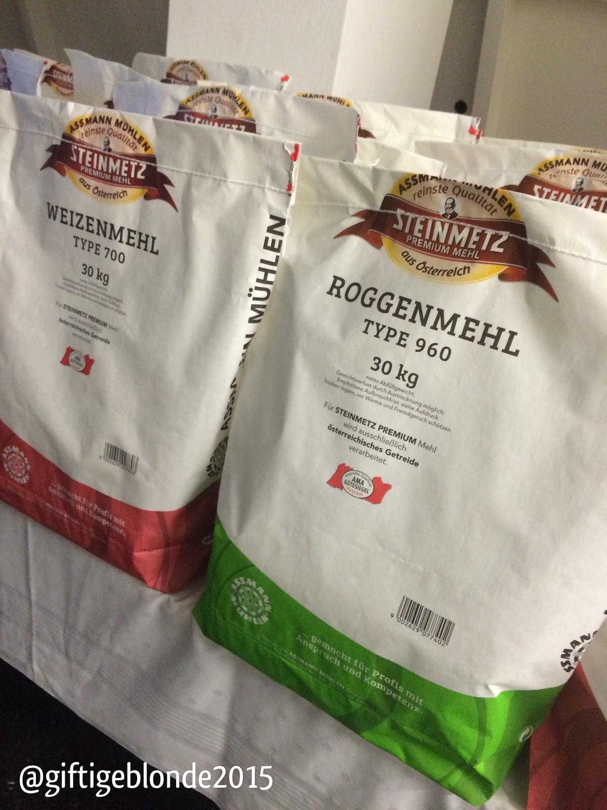 So schauen 30 kg Säcke Mehl aus :-)