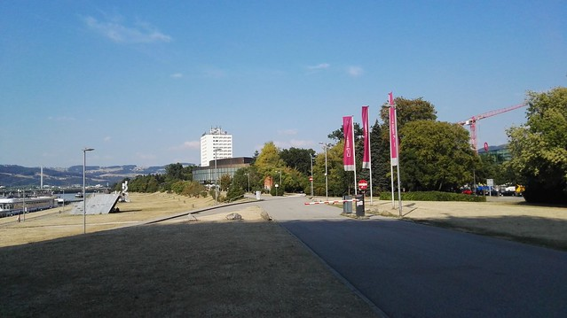 Der Donaupark mit dem Brucknerhaus