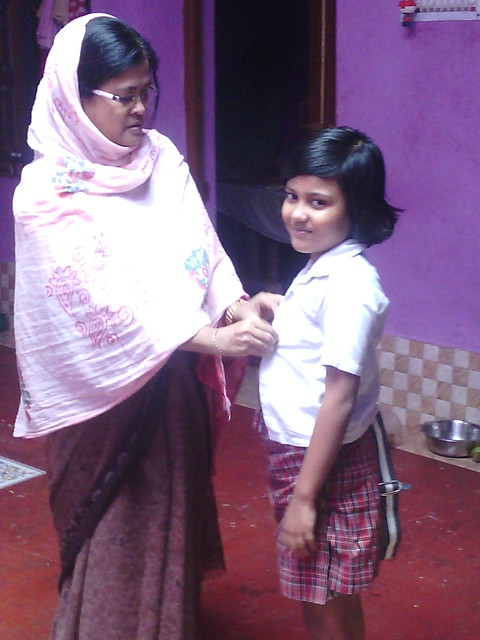 Jahanara_khatun_taking_care_of_her_daughter_Ishrat_jahan_ahmed_before_going_to_school