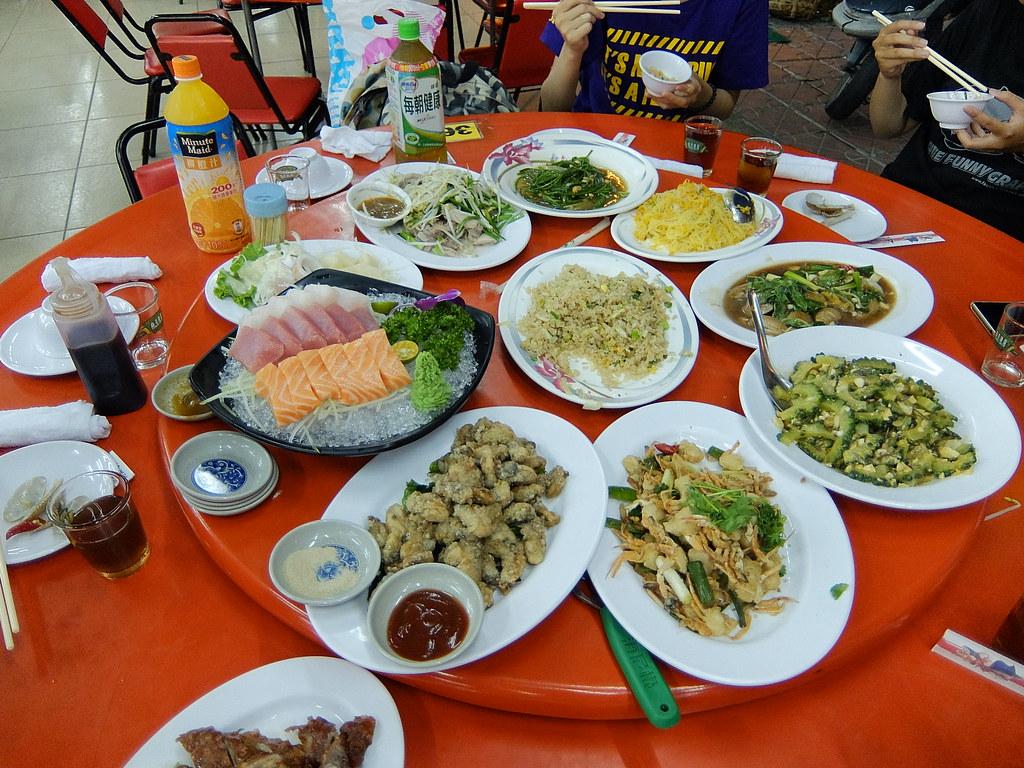這些菜色一上桌,桌子都不夠放