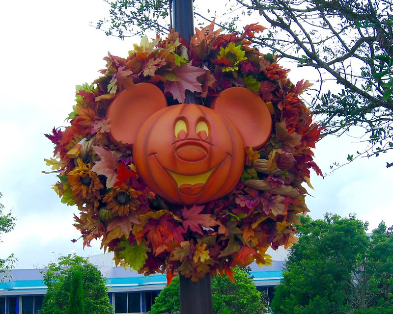Disney Roundup - Halloween Decorations