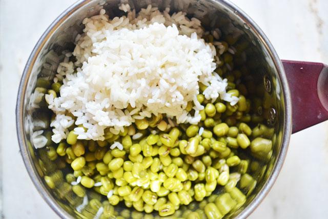 Andhra Pesarattu/ Moong Dhal Dosa Recipe - Step2