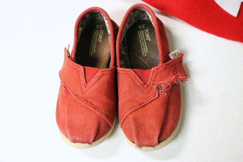 Daniel Tiger shoes, 1