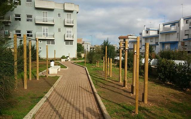 Rutigliano- Scuola settanni e Piazza PItagora (2)