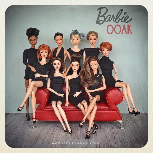 Ooak Barbie LBD en sofá rojo