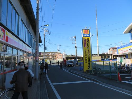 船橋法典駅前のデイリーヤマザキとマツモトキヨシ