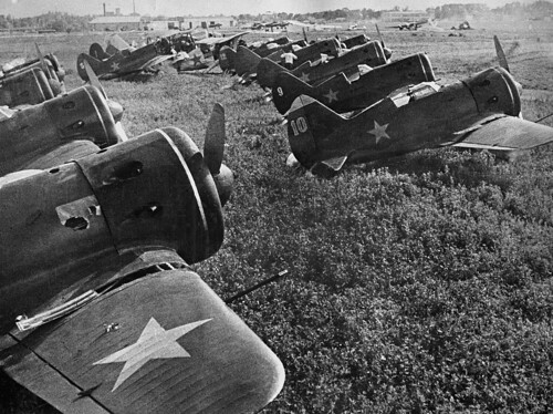 Polikarpov I-16.
