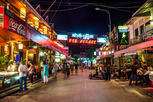 Pub Street at night in Siem Reap, Cambodia Budget Guide to Cambodia | Tips on how to do Cambodia on the cheap | How to travel Cambodia cheaply | Cambodia on a budget | 2 weeks in Cambodia
