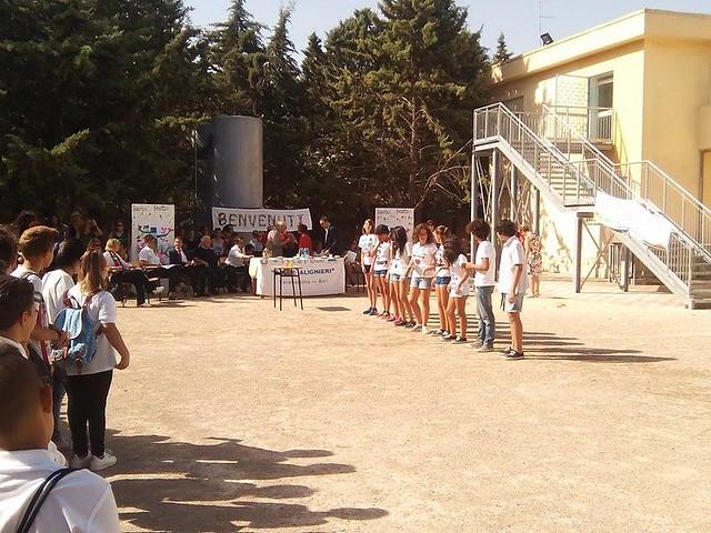 Casamassima-Magliette bianche e frutta per la festa dell'accoglienza alla scuola media (5)