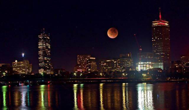 Blood Moon Over Charles River, 波士顿中秋之夜