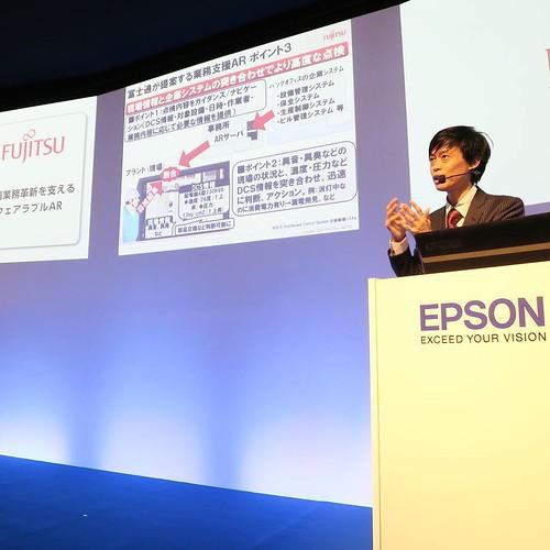 EPSONさんのブースで、富士通の方がウェアラブルARについて講演。