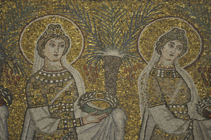 Virgin saints carrying crowns, Basilica of Sant' Apollinare Nuovo