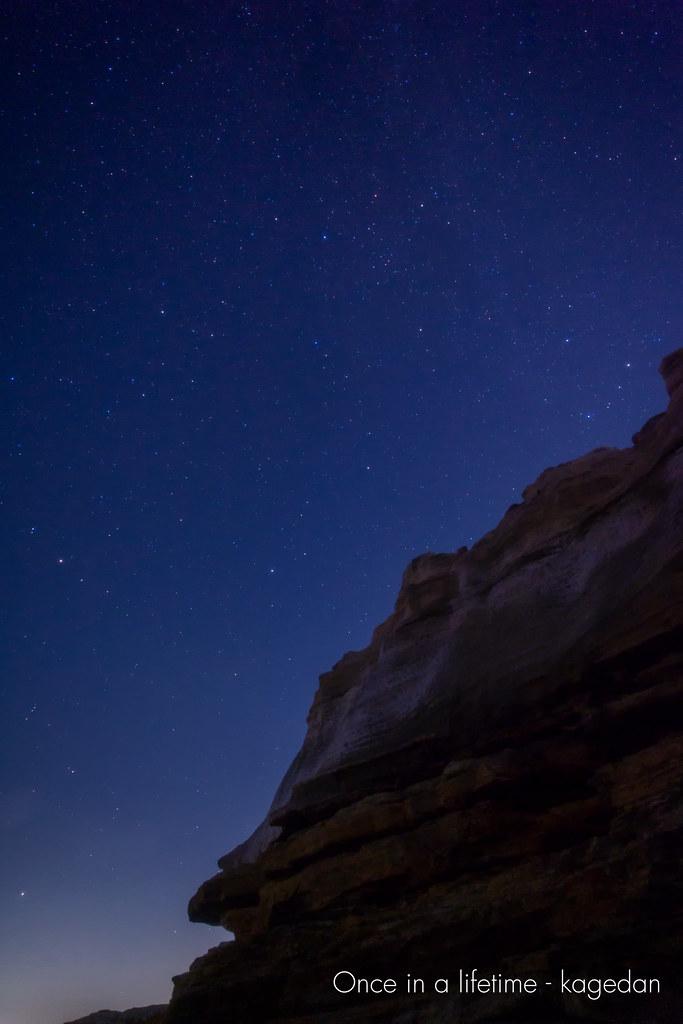 岩場に輝く