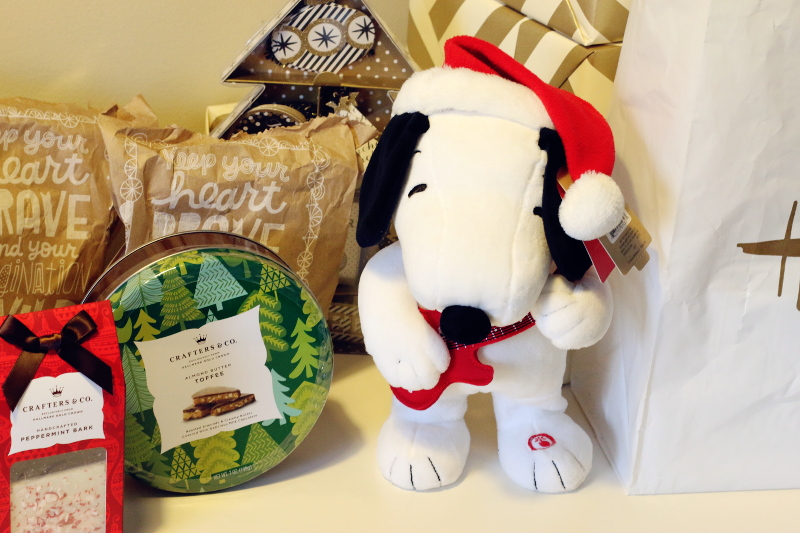 hallmark-holiday-gifts-for-kids-snoopy-chocolate-2