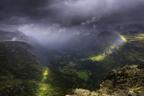 fjord norway norge view mountain rainbow rain sunrays water sea snow wind cloud summer trip vacation nature landscape road dalsnibba geiranger romsdal nikon d610 lee filter 1635 06 grad hard