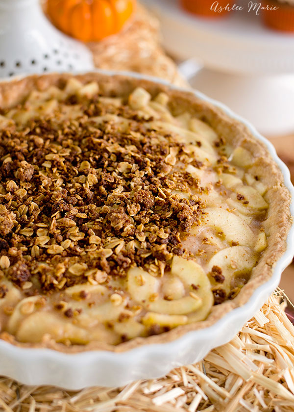 topped with an oat and sugar crumble this apple pie based filling is amazing in this prebaked Pâte Sablée tart crust