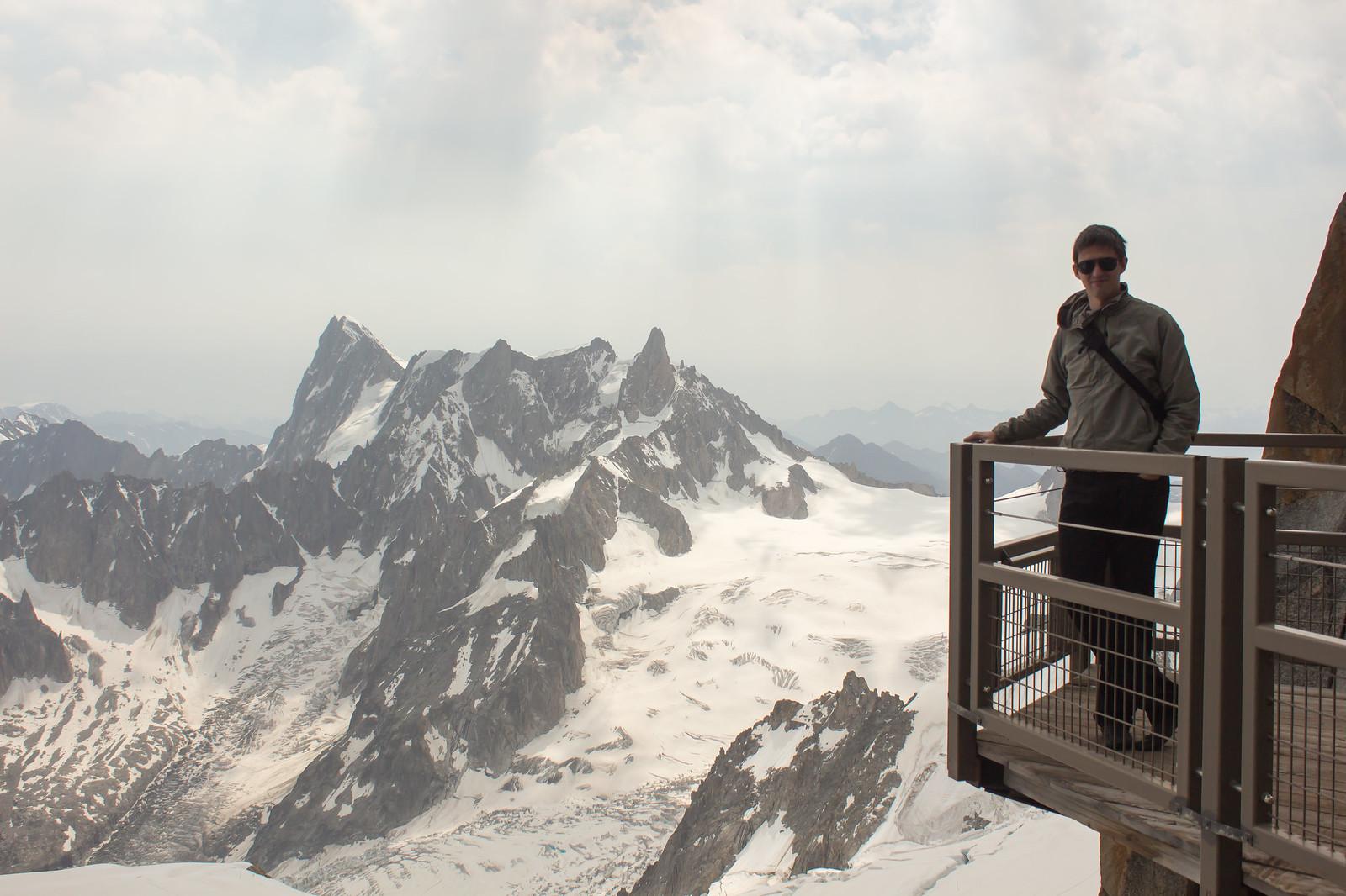 Шамони Мон-Блан - Балкончик для туристов, на который стоит очередь на фотосьемку))