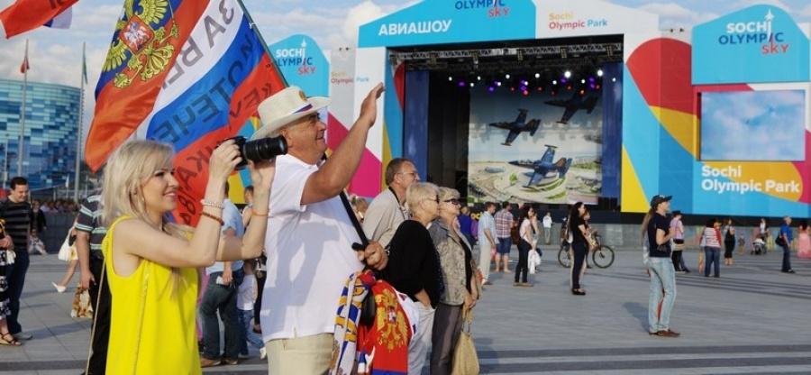 """""""Олимпийское небо"""" собрало в Сочи 100 тысяч человек"""