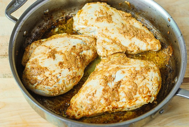'chicken breast with mustard' from the web at 'https://farm1.staticflickr.com/690/22186363242_20451fc5d8_z.jpg'